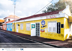 Small bar in the Scharloo District in Willemstad, Curacao. (Vincent Demers - vincentphoto.com) Tags: abcislands amriquedusud antilles antillesnerlandaises architecture bar building btiment carabes caribbean caribbeanisland city colorful color colourful curacao curaao destinationdevoyage destinationtouristique dutchcaribbean dutchcaribbeanisland iledescarabes kingdomofthenetherlands netherlandsantilles photodevoyage photographiedevoyage quartierscharloo royaumedespaysbas scharloo scharloodistrict sitedupatrimoinemondialdelunesco southamerica tourism tourisme touristattraction travel traveldestination travellocation travelphoto travelphotography trip unescoworldheritagesite unesco urbain urban ville voyage willemstad siteunesco sitetouristique cw