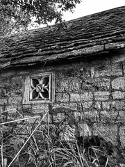 'The latest Stone Age'        (see description) (Milesofgadgets) Tags: iphone 6s plus iphone6splus frocester tithebarnatfrocester frocestercourtmedievalgatehouse medievalgatehouseoutbuilding medievalarchitecture ukgatehouses medieval architecture frocestercourtgatehouse monochrome blackandwhite outdoor