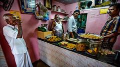 டீ • Madurai (Henk oochappan) Tags: india canon town madurai tamilnadu southindia oochappan 2013 lifeinindia eos5dmarkiii ui1a2216