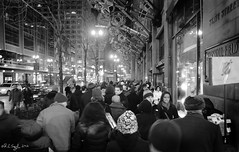 Christmas Shopping, State Street (rjseg1) Tags: christmas holiday chicago shopping store crowd sidewalk departmentstore macys statestreet marshallfields