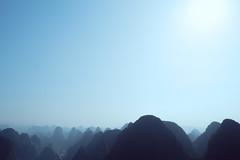 Yangshuo (mr. Wood) Tags: china mountains river li yangshuo fujifilm guanxi xe1