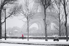 Paris under the snow (CreART Photography) Tags: street travel winter light urban paris france color art love beautiful fashion seine umbrella canon river photography model frankreich hiver picture frana neige francia froid parijs pars  parigi  sena seineriver riosena laseine pary parys  pariis  excursionboats parizo rosena  fleuvefranais pars parisunderthesnow