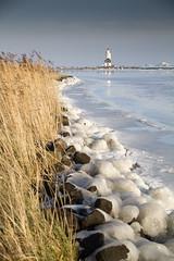 Marken Het Paard Kruiend ijs 1 (PeterWdeK) Tags: winter lighthouse ice blauw nederland bluesky vuurtoren marken ijs markermeer kruien