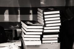 Libros y ms libros (Marta Alcolea) Tags: barcelona santjordi tradicion rosa libros cultura amor catalunya 23abril street photography