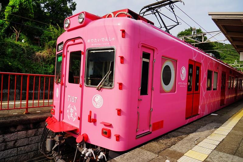 日本,和歌山行驶在和歌山市~加太;粉红指数爆錶,超萌,超卡哇伊的鲷鱼列车(吉庆鲷电车)。