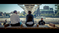 Making Plans (Sean Batten) Tags: london england unitedkingdom gb cinema cinematic millenniumbridge bridge tatemodern city urban nikon df 35mm streetphotography street thethames lunch people sky