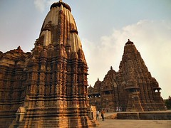 INDIA - Khajuraho Group of Monuments is a group of about 20  Hindu and Jain temples, great reliefs and sculptures,  14238/7104 (roba66) Tags: indien indiennord asien asia india inde northernindia urlaub reisen travel explore voyages visit tourism roba66 city capital stadt cityscape building architektur architecture arquitetura monument bau fassade faade platz places historie history historic historical geschichte tradition culture kultur kulturdenkmal skulptur sculpture reliefs relief antik antic rustic ruine ruins ausgrabungen archologie archaelogy madhya pradesh khajuraho tempel tempelanlage temple hinduism jainism