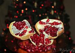 """""""Non vi è nulla di più triste che svegliarsi la mattina di Natale e scoprire di non essere un bambino"""" (LadyKiky) Tags: christmas xmas light red luci lovely albero natale rosso atmosfera melograno natalizia"""