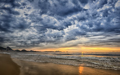 Panoramic view of Sunrise at Copacabana (Leandro Sabater) Tags: morning sun beach riodejaneiro day cloudy copacabana rise