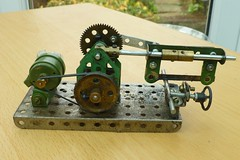 Power hacksaw model in Meccano 2 (Elsie esq.) Tags: model mechanical machine tool meccano hacksaw