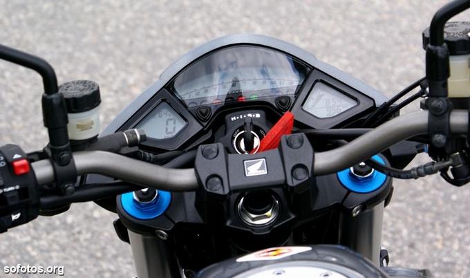 Painel e velocímetro da Honda CB 1000R