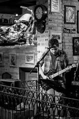 Lenhadores da Antrtida (Alan Kleina) Tags: show light portrait blackandwhite music man alan brasil canon 50mm guitar live pb curitiba portfolio parana kleina