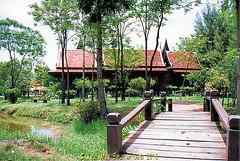 The Dvaravati House, The Ancient City, Muang Boran, Samut Praken Province, Thailand. (samurai2565) Tags: samutprakan samutprakanprovince thailand ancientsiam ancientcity muangboran sukhumvitroad bangkok lekviriyaphant bangpu