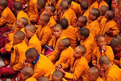 Nepal-Mustang-LoMantang-Tiji buddhist festival (venturidonatella) Tags: asia mustang nepal lomantang tiji tijifestival buddha buddhism monks children monaci colori colors orange arancione teste heads head