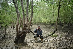 Rest for a while (framptoP - E.V.I.L. Photographer) Tags: people outdoor portrait nature wear mangrove jungle one boot tree leaf face landscape man male adult sony sonya7ii