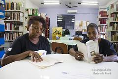 Foto de Elisngela Leite4 Biblioteca Lima Barreto (REDES DA MAR) Tags: elisngelaleite redes riodejaneiro brasil bibliotecamarialimabarreto leitor novaholanda mar favela