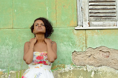 Hope (Tai Linhares) Tags: flowers brazil black primavera girl fashion brasil hope sadness tristeza spring faith esperança oldhouse pico trust romantic brazilian bouquet espera oldfashioned santoaleixo