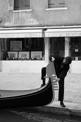 El Gondolier (Federico Betti) Tags: venice italy gondola venezia gondolier veneto gondoliere federicobetti