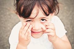 Te veo (Miguel ngel 13) Tags: portrait face look children persona see nikon child gente retrato cara nia mirar mueca sonrisa nio gracia ver ragazza bambina luznatural nikond90