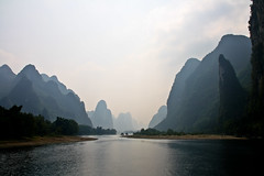 Cruise along the Li river between Guilin and Yangshuo, Guangxi, China (fabriziogiordano23) Tags: china trip travel cruise holiday mountains montagne river liriver li boat asia asien ship guilin yangshuo fiume barche hills journey asie 1001nights navi viaggi soe cina vacanza crociera chine colline guangxi autofocus fiumeli 1001nightsmagiccity mygearandme ringexcellence dblringexcellence tplringexcellence flickrstruereflection1 rememberthatmomentlevel1