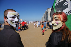 Anonymous takes a stand in Oostende (Red Cathedral uses albums) Tags: sony sonyalpha alpha aztektv cosplay larp car eventcoverage a850 redcathedral anonymous anon occupy mask guyfawkes vforvendetta oostende ostend freedomofspeech albertipromenade zeedijk dijk digue promenade esplanade