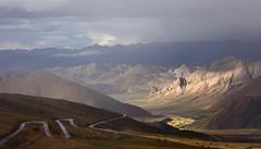The road ahead is empty, Tibet 2015 (reurinkjan) Tags: tibetབོད བོད་ལྗོངས། 2015 ༢༠༡༥་ ©janreurink tibetanplateauབོད་མཐོ་སྒང་bötogang tibetautonomousregion tar ütsang dingriདིང་རི།county weatherགནམ་གཤིས།namshi himalaya raincloudsཆར་སྤྲིན་charsprin thejomolangmabiologicalparkprotectionzone mteverest snowmountainགངས་རི།gangsri snowmountainས་འཛིན་དཀར་པོ་sadzindkarposandzinkarpo glacierགངསgangs himalayamountainsགངས་རི་དབང༌ himalayaཧི་མ་ལ་ཡ་ རི་himalayamtrangeརྒྱུད་ཧི་མ་ལ་ཡrigyühimalaya himalayasརི་གངས་ཅནrigangchen tibetanlandscapepicture landscapeཡུལ་ལྗོངས།yulljongsyünjong landscapesceneryརི་ཆུ་ཡུལ་ལྗོངསrichuyulljongsrichuyünjong landscapepictureཡུལ་ལྗོངས་རི་མོyulljongsrimoyünjongrimo natureརང་བྱུང་ཁམས་rangbyungrangjung natureofphenomenaཆོས་ཀྱི་དབྱིངས་choskyidbyings earthandwaternaturalenvironmentས་ཆུ་sachu