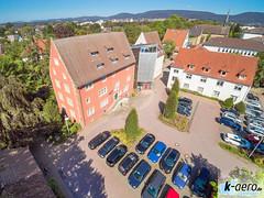YUN00068 (daniel kuhne) Tags: luftbild luftaufnahme rinteln weserstadt innenstadt parkplatz rathaus museum eulenburg panorama yuneecq5004k dng raw