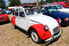 citron 2cv Dolly de 1986 (alex73s https://www.facebook.com/CaptureOfAlex?pnr) Tags: auto automobile ancienne automotive car coche classic canon citroen voiture vehicule transport rassemblement retro rouge red old oldcar macchina meeting 2cv deuche deudeuche white blanche european europeenne french francaise