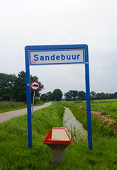 signs (loonatic) Tags: rood groen blauw red green blue sky wolken lucht weg sloot road ditch water signs borden sandebuur overcast anwb peize