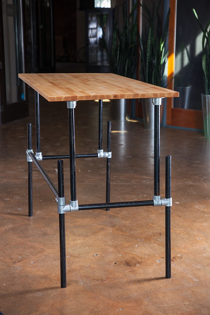 desks made with kee klamp pipe fittings image gallery simplified building. Black Bedroom Furniture Sets. Home Design Ideas