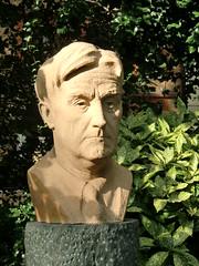 Ralph Vaughan Williams in Chelsea (Phil Masters) Tags: sculpture london chelsea vaughanwilliams chelseaembankment cheynewalk ralphvaughanwilliams 27thseptember september2012