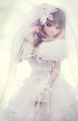 My love 01 (Art by Vins) Tags: wedding portrait white cute girl toy toys actionfigure photography bride doll dress kawaii bjd dd dollfie dollfiedream