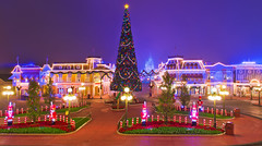 Silent Night on Main Street at Christmas (Tom.Bricker) Tags: christmas night nikon disney disneyworld nikkor wdw waltdisneyworld d600 nighttimephotography nikondslr nikond600 tombricker nikon24120mmf4vr