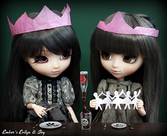 Christmas dinner (pure_embers) Tags: christmas uk sisters dinner dark out table grey ana eyes doll dolls princess cut witch magic gothic gray hats royal ivy coke melody wig pullip pure karina embers realistic telekinesis ballerinas leeke obitsu evilyn leekeworld prupate