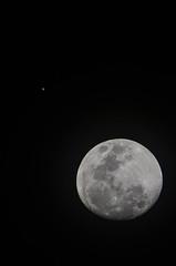 Moon + Jupiter - Christmas 2012 (maldonan) Tags: christmas sky moon nikon luna jupiter 2012 70300 d7000