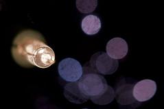 Kerstboomlampje, reflecterend op kerstboomballen. (petervandelavoir) Tags: christmas reflection christmastreelighting kerstmis reflectie reflecteren christmastreelight kerstboomverlichting kerstboomballen christmastreegarments kerstboomlampje tannenboom weihnachtsbaumverleuchtung