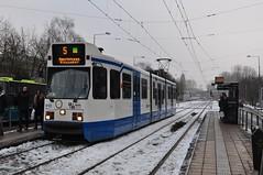 910 in de sneeuw (GVB813) Tags: amsterdam sneeuw tram bn trams tramway strassenbahn zuid gvb 11g tramhalte hangbuik lijn5 gelenk gvba gelede geleed gvbtram geledewagen geledetram dubbelkop