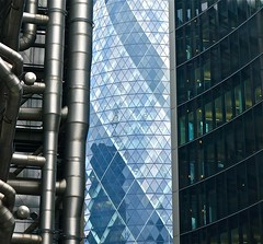 Threesome (Desideria) Tags: london architecture architektur gherkin swissretower richardrogers lloydsoflondon lordnormanfoster kenshuttleworth essiggurke