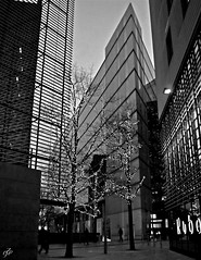 """Shapes In Southwark"" (giannipaoloziliani) Tags: giannipaoloziliani urbanblackandwhite urban citylife urbanlife streetlife streetphotography evening urbanstreet metropolis centre downtown city london londra unitedkingdom england biancoenero southwark londres blackandwhite monochrome"