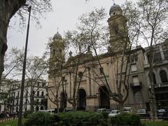 "Montevideo: la Plaza Constitucion <a style=""margin-left:10px; font-size:0.8em;"" href=""http://www.flickr.com/photos/127723101@N04/29125511133/"" target=""_blank"">@flickr</a>"