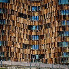 Waves of Wealth (Paul Brouns) Tags: square levels facets reflection brown golfen metal panels rhythm facade curves waves curve wave building woman person walking strideby italia itali italy milan milano milaan    architectuur architektur architecture