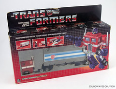 g1optimusprimea (SoundwavesOblivion.com) Tags: autobot battle commander convoy cybertron diaclone hasbro leader optimus prime takara transformers     kenworth k100