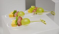 Canapes with green grape (Irene-rilian) Tags: food grapes greengrape repas raisinvert grapeandcheese