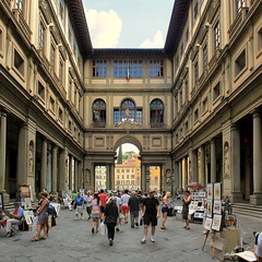 Uffizi Palace where street performers entertain many visitors (Bn) Tags: santa city summer vacation italy holiday money hot streets tower art history weather museum del river gold florence italian topf50 europe artist italia gallery view bell maria paintings churches courtyard palace tourist panoramic tourists ponte campanile explore biblioteca tuscany da vista firenze fl walls leonardo uffizi arno michelangelo viewpoint fiore toscane vinci piazzale renaissance oldest galleria cultural degli centrale brunelleschi vecchio florentine nazionale cathdral florijn bankers uffizimuseum giottos florin 50faves binoculaur bellephotoetbonnolgreatshot andiwishyoumerrychristmasiahrefhttpwwwflickrcomphotoszedthedragonrelnofollowzedthedragonai