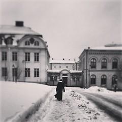 Lonely walk (Jetuma) Tags: square image sweden karlstad willow squareformat streetphoto streetshot värmland ourtime gatufoto iphoneography imageourtime instagramapp uploaded:by=instagram gatufoton