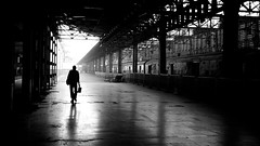 Bombay #7 (Thomas Leuthard) Tags: street india streets contrast four photography high flickr bestof track suburban thomas d candid streetphotography documentary 85mm 8 going social olympus victoria best railwaystation micro creativecommons bombay third 20mm om mumbai omd cst chhatrapati shivaji terminus streeter hardcorestreetphotography highquality mft eye5 leuthard lefteyed 85mmstreetphotography thomasleuthard olympusomd wwwthomasleuthardcom