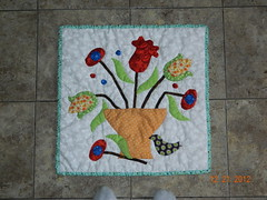 My Funny Valentine (sewsimplelife) Tags: flowers sewing quilting wallhanging myfunnyvalentine craftsy miniquilt needleturnapplique handapplique sarahfielke bigtechniquesfromsmallscraps