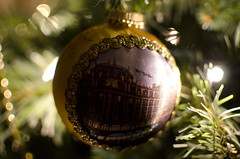 Harrods bauble (DaveParryphotography) Tags: christmas bokeh decoration harrods bauble 35mmf18 nikond7000