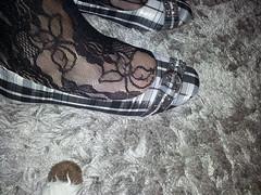 2013-01-01 12.36.21 (sandalettes) Tags: exhibition chienne pied bas chaussures humiliation vernis sandales ftichisme sandalettes