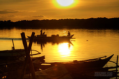 Back Home (Mr. FRANTaStiK) Tags: sunset reflection silhouette boats dock fishermen motorboat sunreflection sunflare bulungan